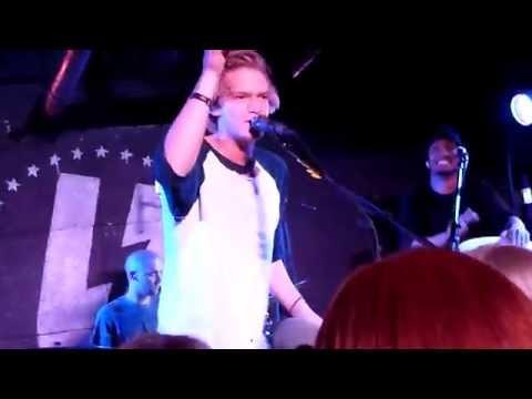Tekst piosenki Cody Simpson - La Da Dee po polsku