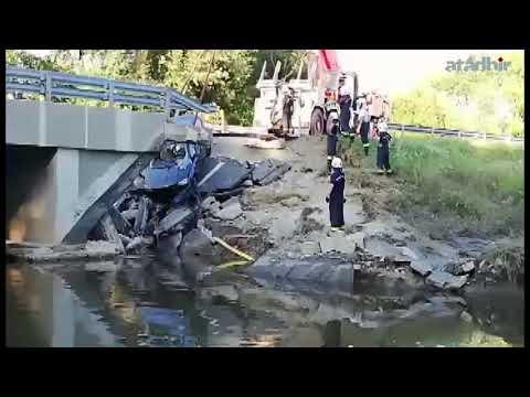 Kiemelték a beszakadt híd alá szorult autót a 68-as út Nagyatádot elkerülő szakaszán