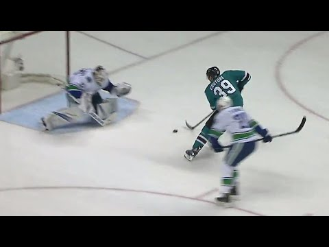 Video: Sharks' Couture slots it beneath Markstrom with slick move