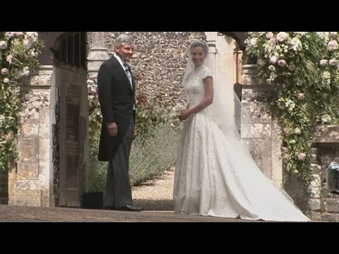 Pippa Middleton arrives at church for her wedding (видео)