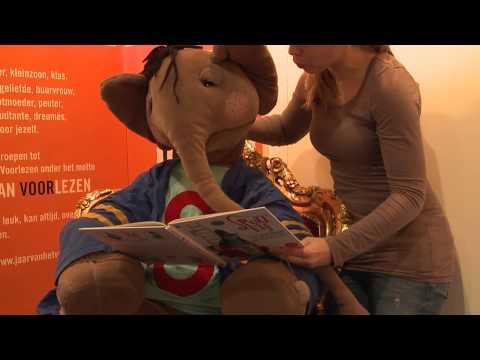 Spuit Elf leest voor