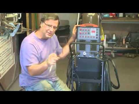 Soldadura TIG aluminio - Kevin Caron explica como usar los controles en una Soldadora de TIG de LONGEVITY. Para mas informacion llame a 1-510-877-7090 or por correo electronico a dan...