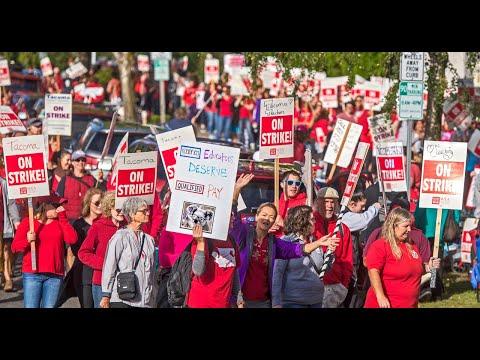 Tacoma teachers picket district headquarters