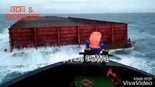 Video Menyeramkan !!! Seorang Pelaut Nekat Loncat Ke Laut !!! MP3, 3GP, MP4, WEBM, AVI, FLV Oktober 2018