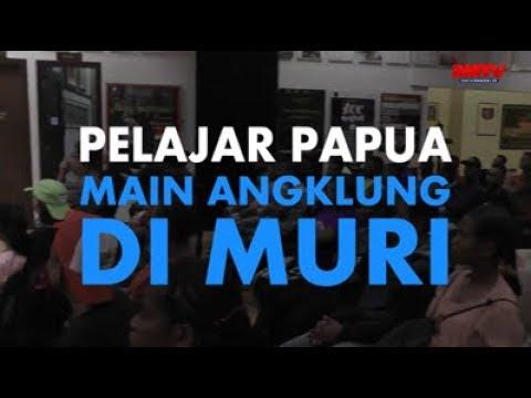 Pelajar Papua Main Angklung Di MURI
