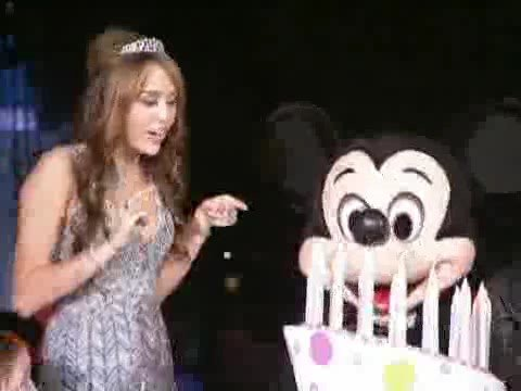 Hannah Montana celebro su cumpleanos en Disney eso fue una Fiesta en Grande
