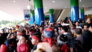 Video Warga manado menghusir fahri hamza dari kota manado MP3, 3GP, MP4, WEBM, AVI, FLV Oktober 2018