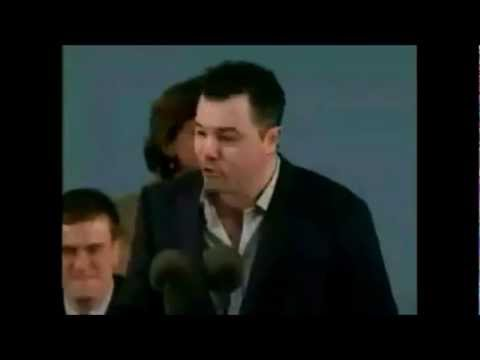 Seth macfarlane - This guy Seth Macfarlane is funny as shit as he gives advice to young Harvard graduates as he talks as himself, stewie griffin, peter griffin and glenn quagmire.