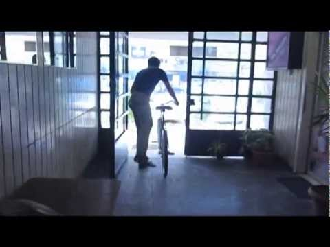 Cairo bike shop hopes to spark Egyptian cycling revolution (video)