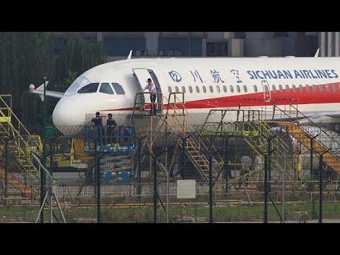 Πιλότος βγήκε ο μισός έξω από το πιλοτήριο όταν έσπασε το τζάμι του!…