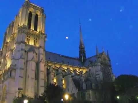Cathédrale Notre Dame de Paris La Nuit Photos avec Orbes