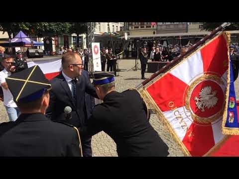 Wideo1: Akt wręczenia sztandaru KM PSP w Lesznie