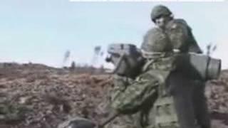 http://www.legadodeaquiles.blogspot.comUnos soldados no se de que pais estan haciendo unas prubas con un lanza cohetes y Pluff mira lo que pasa