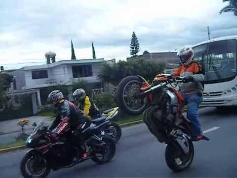 Motos Deportivas Acrobacias   Caballito En Motos Deportivas