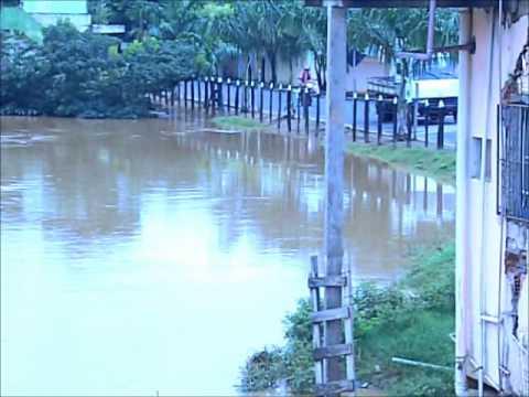 Enchente em Cardoso Moreira-RJ.wmv