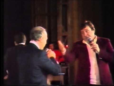 villa - Una chicca stupenda addir poco meravigliosa direi un duetto live di Claudio Villa e Mario Merola assieme che interpretano O Zappatore qua litigano a chi l'ab...