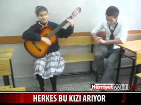 calip - Sınıfta Gitar çalıp şarkı söyleyen görme engelli kız müthiş ses mutlaka dinle http://www.hknkr.com.