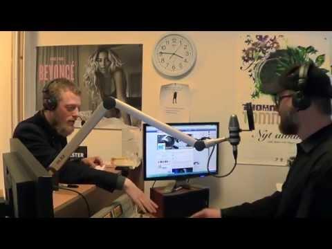 Hypnotisør tager røven på vært i direkte radioprogram