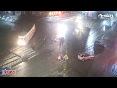 В Бийске водитель летел на красный и насмерть сбил пешехода