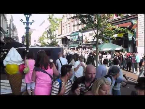 politie - Een gevecht brak uit in een Rotterdamse café en de politie grijp hard in. Niet alleen de vechtersbazen worden hard aangepakt maar ook de voorbijgangers. Ik l...