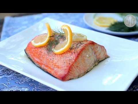 salmone affumicato sul legno - tecniche di cucina