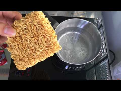 Fast Cooking MAMA Tom Yam Instant Noodle In 3 Minutes.