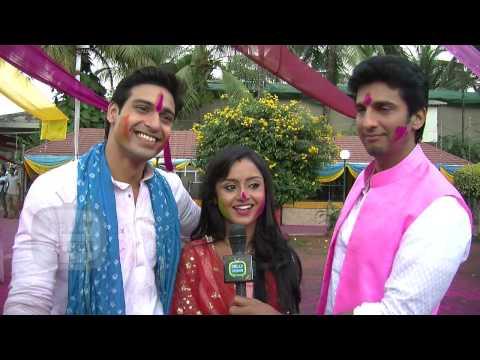Rajat, Anushka & Siddhant Celebrate Holi in Shastr