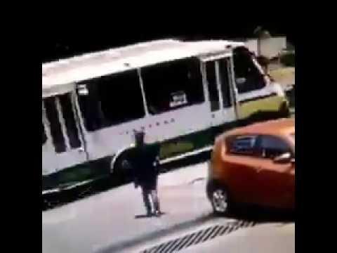 En segundos, así el robo de autopartes en Puebla