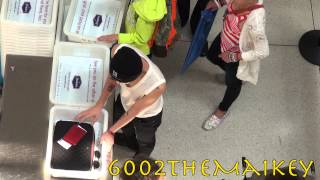 Video [Fancam] 130716 G-Dragon (지드래곤 of 빅뱅) at JFK Airport headed to Incheon Airport MP3, 3GP, MP4, WEBM, AVI, FLV Juli 2018