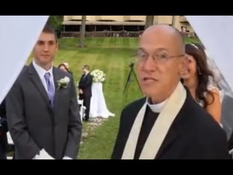 RANT: My thoughts on the PRIEST who yelled at the Wedding Photographers (видео)