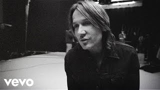 Purchase Keith Urban's latest music: http://umgn.us/keithurbanpurchaseStream the latest from Keith Urban: http://umgn.us/keithurbanstreamSign up to receive email updates from Keith Urban: http://umgn.us/keithurbanupdatesWebsite: http://keithurban.net/Facebook: https://www.facebook.com/keithurbanInstagram: http://instagram.com/KeithUrbanTwitter: https://twitter.com/keithurbanMusic video by Keith Urban performing Raise 'Em Up. (C) 2015 Hit Red Records under exclusive license to Capitol Records Nashville