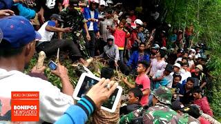 Video Ribuan Warga Saksikan Eksekusi Buaya Sungai Unyi Bone MP3, 3GP, MP4, WEBM, AVI, FLV Maret 2018