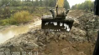 Один из способов укрепления оползневого склона. Удаление грунта с целью повышения устойчивости склона и восстановление разрушенной канавы после схода оползня.