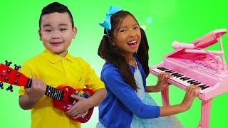 Wendy & Lyndon Pretend Play Singing Nursery Rhymes Kids Songs at the Talent Show
