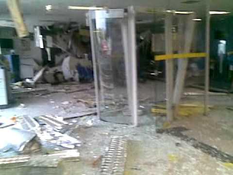 Assaltantes explodem caixa eletrônico em Solonópole
