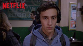 Atypical é uma história sobre amadurecimento que retrata a vida de um jovem autista de 18 anos (interpretado por Keir Gilchrist)...