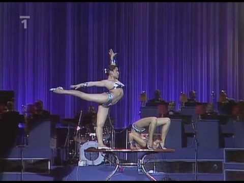 Dos sexys contorsionistas