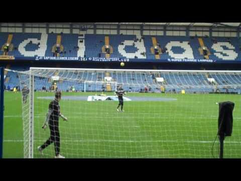 Mark entrena antes del partido Fulham-Chelsea