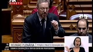 O deputado Luís Fazenda apresenta o projeto de resolução do Bloco que recomenda ao governo a contratação a termo certo de professores através de lista de res...