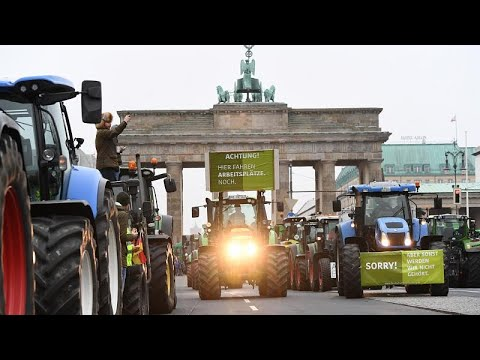 Berlin: Demonstration vor dem Brandenburger Tor - Bauernprotest mit 5.000 Traktoren