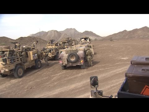 British Army Jackals Tackle UAE Desert And Mountains (видео)