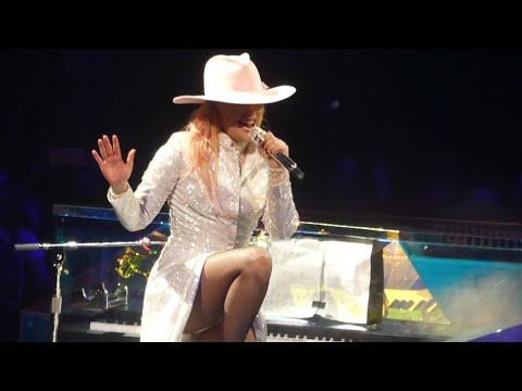 "Lady Gaga""Bradley Cooper Dedication & Lancaster & Million Reasons"" @Philadelphia 9/10/17"