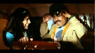 Johny lever&his girl friend romance in auto -  Aaghaaz