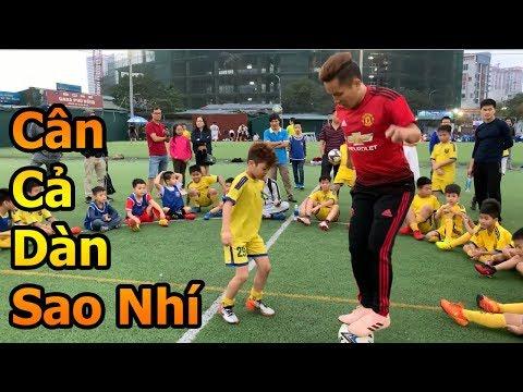 Thử Thách Bóng Đá Đỗ Kim Phúc hóa Cristiano Ronaldo 1 chấp cả đội cầu thủ nhí Việt Nam - Thời lượng: 11 phút.