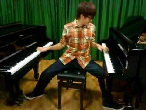彈兩台鋼琴的下場就是….周杰倫你騙人了!!!