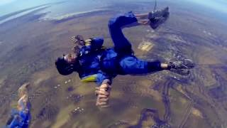 Parașutismul este un sport extraordinar de distractiv, dar in acelasi timp, poate fi foarte periculos. In acest videoclip vom vedea 5...