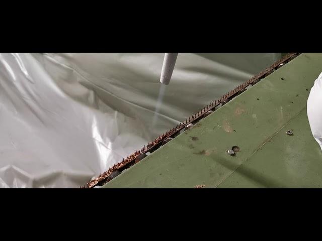 Comfort Cleaning stond in voor de reiniging van 260 meter trekketting bij tapijtproducent LANO .  De kettingschakels in pinnen hebben een uitgeharde latex vervuiling . m.b.v. droogijsstralen kunnen we deze vervuiling verwijderen.  Enkele mogelijke hastags   #tufts  #tufted  #rugs  #latex  #nabehandeling  #textiel  #appret  #lijm  #droogijsstralen  #latexeerstraat  #dusen #woven