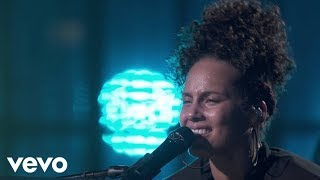 Video Alicia Keys - Fallin' (Live from Apple Music Festival, London, 2016) MP3, 3GP, MP4, WEBM, AVI, FLV September 2018