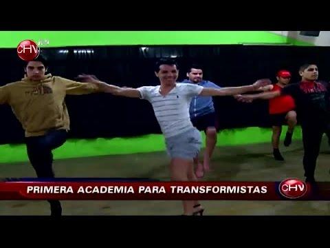 transformistas - Maquillaje y extrema femineidad son los requisitos principales en una clase en la que sólo asisten hombres. En Chile ya existe la primera academia de transfo...
