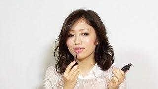 【ファッションモデルが伝授する!】安岡あゆみさんがポーチの中身、リップのアイテムをご紹介